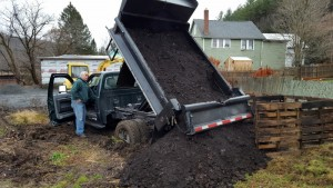 120415 Patrick from Cemetery delivers manure2